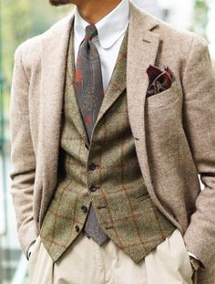 Gentleman Style Interpreted for a woman - tbe green plaid as a skirt and the beige jacket? Look Fashion, Winter Fashion, Fashion Styles, Fashion Boots, Womens Fashion, Mode Costume, La Mode Masculine, Country Fashion, Mode Chic