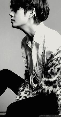 V (Taehyung) BTS Wallpaper V wallpaper, Taehyung wallpaper, BTS wallpaper Bts Taehyung, Bts Suga, Bts Bangtan Boy, Namjoon, Taehyung Photoshoot, Jungkook Selca, Taehyung Gucci, Daegu, Piercing Labret