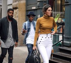 Kendall Jenner-Emily Ratajkowski Twins - Is This Emily Ratajkowski or Kendall Jenner Walking in New York?