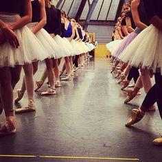 Paris Opera ballet, Le lac des cygnes photo: Hugo Marchand ZsaZsa Bellagio – Like No Other: Ballet Beautiful Ballet School, Ballet Class, Ballet Dancers, Ballerinas, Ballet Pictures, Ballet Images, Dance Pictures, Beautiful Paris, Ballet Beautiful