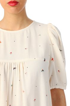 38 Tunic You Will Want To Keep blouse floral print Sewing Clothes, Diy Clothes, Clothes For Women, Blouse Styles, Blouse Designs, Diy Vetement, Bohemian Tops, Couture Sewing, Couture Tops