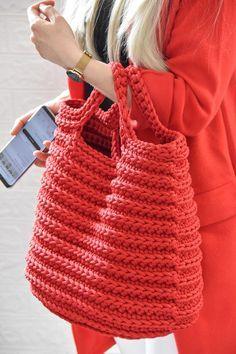 Crochet Tote, Crochet Handbags, Crochet Purses, Crochet Stitches, Knit Crochet, Crochet Patterns, Handmade Handbags, Handmade Bags, Bag Women