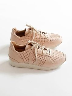 394d61044354 VEJA - Holiday Leather Low Top - Nude - 38 7 Veja Sneakers