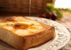 【簡単料理】ハニートースト♪  ①蜂蜜・食パン・バター・バニラエッセンスを用意 ②食パンにバニラエッセンスを混ぜたバターをぬる ③オーブントースターで適度に焼く ④焼き上がったら蜂蜜を付ける  完成!甘くておいしいよ♪