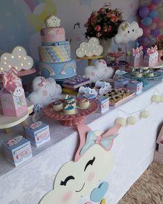 Uma linda Chuva de Amor ! #emillyfaz1 #festachuvadeamor #decoracaochuvadeamor Hello Kitty Birthday, Baby Girl First Birthday, 1st Birthday Parties, Cheap Party Decorations, Birthday Decorations, Cloud Party, Rainbow Baby, First Birthdays, Baby Gifts