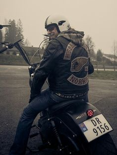 NORWAY▫MC'S Biker Clubs, Motorcycle Clubs, Biker Quotes, Hells Angels, Audi Tt, Red And White, Bikers, Chopper, Angles