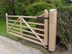 Good evening woodies, can anyone point me in the direction for the construction of a 5 bar gate please? Wood Fence Gates, Fence Gate Design, Wooden Gates, Fences, Diy Fence, Diy Gate, Driveway Entrance, Farm Entrance Gates, Driveway Landscaping