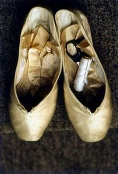 this makes me think of my beautiful daughter Amber what a beautiful ballerina