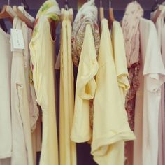 panna, giallo, rosa.