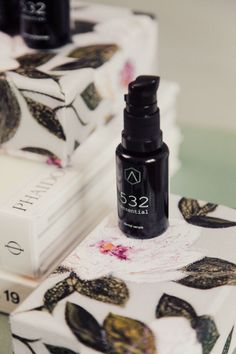 How many skincare brands name their products after the Fibonacci sequence? In our experience, not that many! AROLAB Organic, a skincare and aromatherapy brand launched by architect Luca Lancini, is bringing a love of mathematics and biotechnology to the forefront of skincare, with a focus on ethical production and high-octane formulas that nourish the skin.