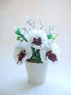 Fleurs grandeur nature en perles de rocaille - 5 pensées blanches et violettes
