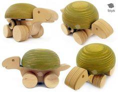 Articoli simili a Tartaruga verde globo - giocattoli in legno naturale su Etsy