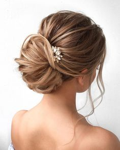 wedding hair up wedding hair hair stylist hair jewellry wedding hair updos hair with extensions hair styles for the bride hair styles simple Messy Wedding Updo, Classic Wedding Hair, Messy Updo, Bridal Updo, Wedding Hair And Makeup, Chignon Updo, Hair Wedding, Bridal Hair Updo Elegant, Boho Wedding