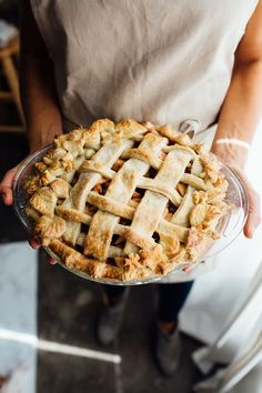 How to Decorate the Prettiest Pie Crust Ever for Thanksgiving | Camille Styles | Bloglovin'