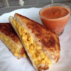 Yummy! Unique way to eat your grilled cheese/ mac 'n cheese! Who's giving this a try?