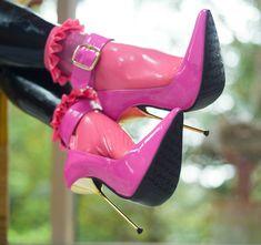 how to walk in platform high heels Super High Heels, Hot High Heels, Platform High Heels, Sexy Heels, High Heels Stilettos, High Heel Boots, Heeled Boots, Stiletto Heels, Shoe Boots