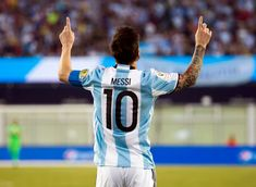 After every goal, he would point two fingers towards the sky, dedicating the triumph to his grandmother. Goal Quotes, Sport Quotes, Sport Body, Sport Man, Messi Life, Cardio, Lionel Messi Wallpapers, Life Goals List, Muscle