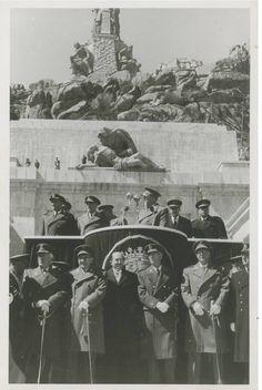 Foto perteneciente al Valle de los Caídos, al parecer, en su inauguración.