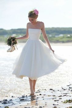 Cheap tea length wedding dresses, Buy Quality beach bridal dress directly from China sexy wedding dress Suppliers: Cheap Tea Length Wedding Dresses Strapless Beach Bridal Dress 2017 Wedding Gowns Robe De Mariage Off Shoulder Sexy Wedding Dress Short Ivory Wedding Dress, Sweet Wedding Dresses, Princess Wedding Dresses, Tulle Wedding, Wedding Dresses Simple Short, Dress Wedding, Short Bridal Dresses, Wedding Tips, Cocktail Wedding Dress