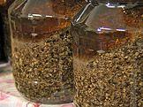 Výroba tinktury — Recepty — Kouzelné bylinky — Česká televize Healthy Lifestyle, Homemade, Medicine, Garden, Garten, Home Made, Lawn And Garden, Gardens, Healthy Living