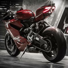 The Lady in Red Courtesy of: Moto Instinct, Thailand  #ducatistagram  #ducati #899 #panigale