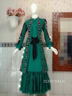 Blouse Batik, Batik Dress, Batik Fashion, Abaya Fashion, Pakistani Dresses, Indian Dresses, Batik Muslim, Dress Batik Kombinasi, Mode Batik