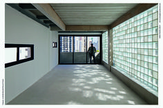 Triptyque - Edifício com blocos de vidro De dia, a luz entra suavemente; à noite, ela irradia. Em Portugal se quer este tipo de material para a Sua construção, contacte-nos: odem.geral@odem.pt