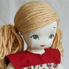 bybido: Doll Hair Tutorial (Ponytails) This tecnique is based on Kinder Dolls: A Waldorf Doll-Making Handbook Pretty Dolls, Cute Dolls, Beautiful Dolls, Beautiful Eyes, Ponytail Hairstyles Tutorial, Doll Hairstyles, Ponytail Tutorial, Hair Ponytail, Sewing Dolls