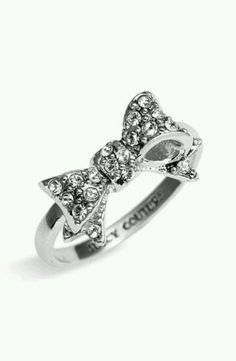 adorable bow ring!