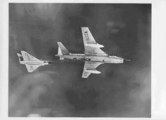 Following the arrival of the Vulcans B1 and Victor B1 some of the Valiant fleet were converted to the tanker role (seen here with a Gloster Javelin).
