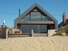 Rent me! The Blue House, Camber Sands, for a luxury escape on the beach… Glass House Design, Modern House Design, A Frame House Plans, Contemporary Beach House, Adams Homes, Off Grid House, Weekend House, Modern Ranch, House Deck