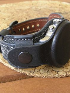 Watch strap for travels. Fashion Watches, Men's Fashion, Leather Watches, Leather Workshop, Antique Tools, Leather Belt Bag, Watch Straps, Leather Working, Bracelets For Men