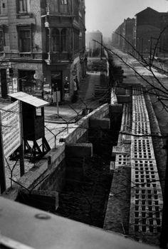 1961 Berlin - Berliner Mauer zwischen Mitte und Kreuzberg (Foto: Bert Sass 21.11.1962)