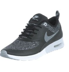 Womans Nike Thea