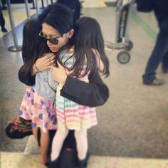 Miyavi and his daughters