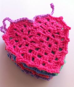 : the blooming times :: crochet heart garland. ❤CQ #crochet #hearts #valentines #love http://www.pinterest.com/CoronaQueen/crochet-hearts/
