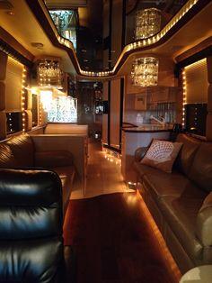 1997 Prevost Liberty XLNon Slide Luxury Bus, Luxury Homes, Luxury Campers, Tour Bus Interior, Prevost Coach, Luxury Rv Living, School Bus Tiny House, Coaches For Sale, Luxury Motorhomes