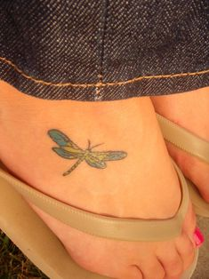 79 Artistic Dragonfly Tattoo Designs To Ink Sexy Your Body - Beste Tattoo Ideen Small Dragonfly Tattoo, Butterfly Tattoo Cover Up, Butterfly Tattoo On Shoulder, Butterfly Tattoo Designs, Dragonfly Quotes, Blue Dragonfly, Foot Tattoos, Body Art Tattoos, Small Tattoos