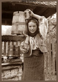 Romanian People, Romanian Girls, Old Pictures, Old Photos, Vintage Photos, Fake History, Human Poses, Old Photography, Animal Masks