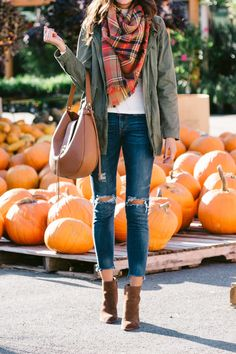 52 Amazing Fall Outfit Ideas with Scarf To Copy This Moment - Outfitcast - Plaid Shirt Outfits, Holiday Outfits Women, Cute Fall Outfits, Winter Outfits, Ways To Wear A Scarf, How To Wear Scarves, Pumpkin Patch Outfit, Fall Chic, Autumn Winter Fashion