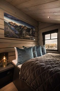 awesome Incredible Wooden Cabin Bedroom Design Ideas For Summer Holiday Cottage Interiors, Cottage Homes, Modern Lodge, Mountain Cottage, Shelves In Bedroom, Wooden Cabins, Cabins And Cottages, Country Farmhouse Decor, Blue Rooms
