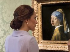 Kate Middleton Photos Photos - Catherine, Duchess of Cambridge views the 'Girl with a Pearl Earring' by Johannes Vermeer as she visits the Mauritshuis Gallery during a solo visit to the Hague on October 11, 2016 in the Hague, Netherlands. - The Duchess Of Cambridge Visits The Netherlands