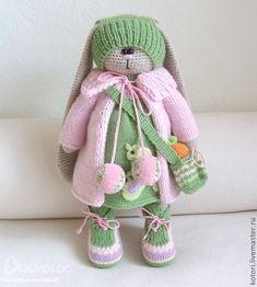 Я влюбилась в эту КРАСОТУ Crochet Animal Patterns, Crochet Doll Pattern, Stuffed Animal Patterns, Doll Patterns, Crochet Rabbit, Crochet Bunny, Cute Crochet, Knitted Bunnies, Knitted Dolls