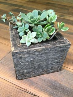 The perfect addition to any home garde Rustic reclaimed wood pl Barn Wood Projects, Reclaimed Wood Projects, Reclaimed Barn Wood, Old Wood, Repurposed Wood, Small Wooden Boxes, Wooden Planter Boxes, Wood Boxes, Wooden Box Centerpiece