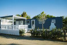 Mobil Home de alquiler, con vistas al mar, en el camping situado en la Costa Dorada. Camping, Sea, Navy, Outdoor Decor, Home Decor, Ocean Views, Camper Van, El Dorado, Campsite