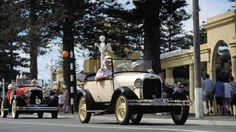 Classic cars driving down Marine Parade, Napier, NZ Napier New Zealand, Art Deco Clothing, Weekend Events, Art Deco Buildings, Art Deco Fashion, Fast Cars, Wonderful Places, Old And New, American History