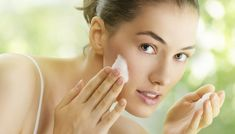 If you take the right care and you use the best face wash, you can be hopeful of getting rid of acne. Here are the 10 best face washes for oily & acne prone skin. Skin Care Regimen, Skin Care Tips, Psoriasis Remedies, Homemade Scrub, Homemade Face Masks, Tips Belleza, Face Wash, Oily Skin, Pca Skin