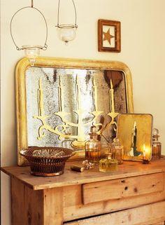 Miroirs décorés de bougeoirs et chandeliers réalisés à la feuille d'or