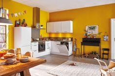 Cali #keuken in Alpine wit heeft een #landelijk uiterlijk, met een vleugje modern. Daardoor past deze gemakkelijk in ieder interieur. Het landelijke tintje wordt gecreëerd door de brede kaders in de deuren. De Cali is standaard als hoekopstelling opgezet, met voldoende werkruimte en apparatuur. Compact en toch compleet! Modern Kitchen Design, Decoration, Kitchen Cabinets, Cali, Room, House, Home Decor, Interior Ideas, Colors
