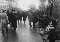 Bd. Regina Elisabeta, decembrie 1916 În dreapta, Grand Hotel du Boulevard ce avea la parter Librăria Alcalay
